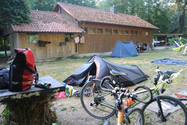 Acampando en Club de Canoa en Neuburg a.d. donau